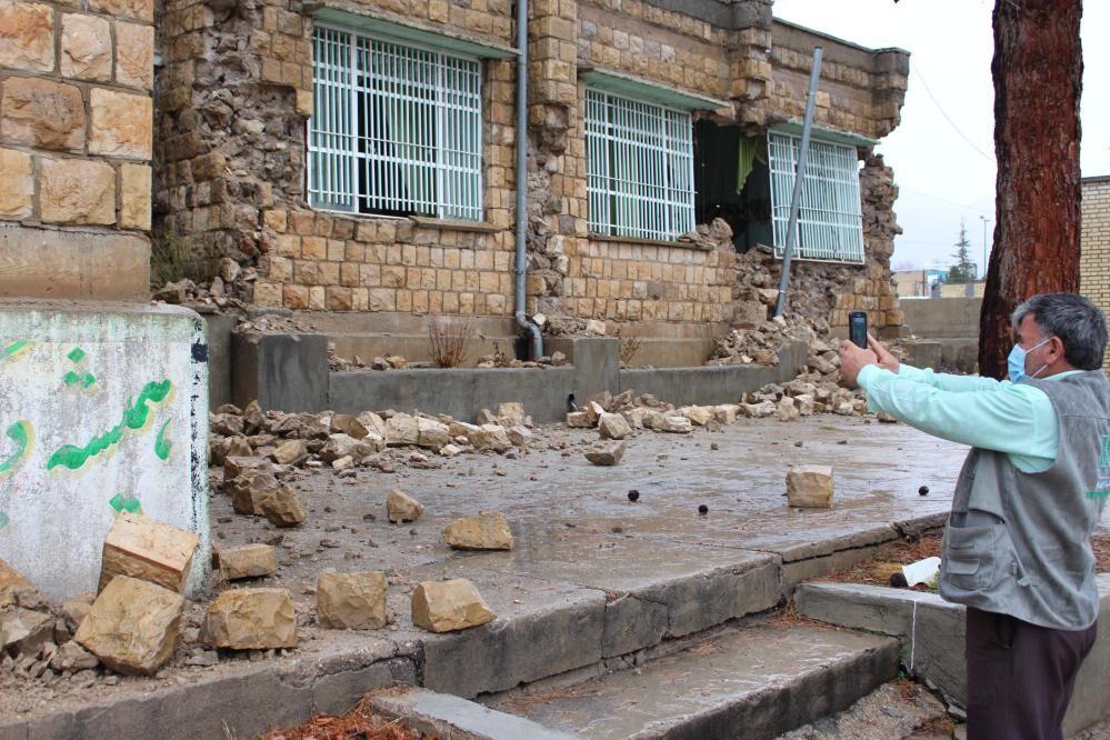 نخستین محموله امدادی از خوزستان به شهر زلزلهزده سیسخت ارسال شد
